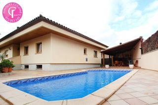 Casa  Carrer romanya. Con piscina en puigvistós