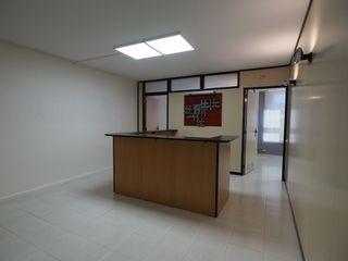 Location Bureau dans Avinguda sant esteve, 37. Oficina perfecto estado!