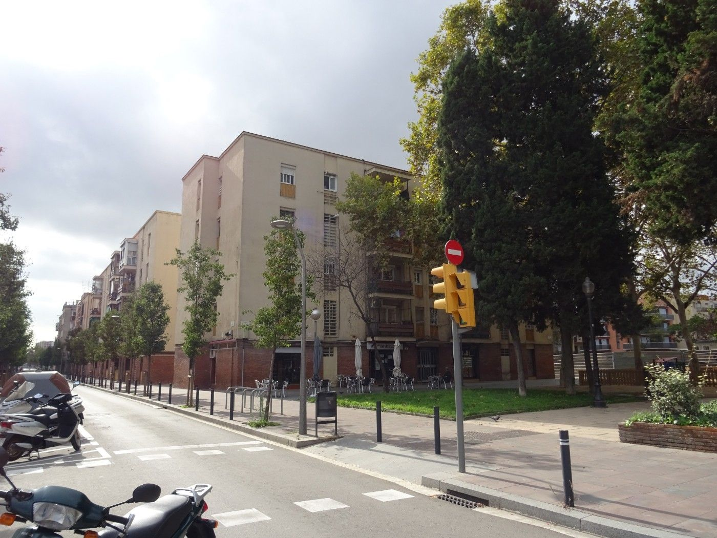 Location Local commercial  Carrer sant adria. Alquiler local oportunidad