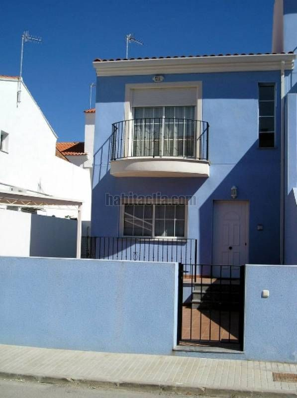 Towny house in Calle joan fuster,32. Pareado muy luminoso bien comunicado oferta