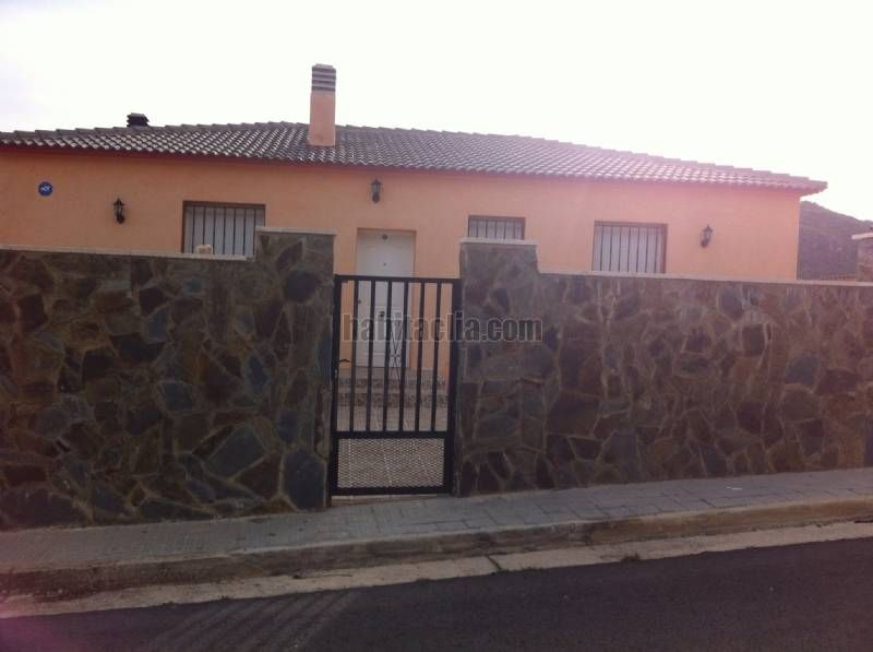 House in Carrer concha espina, 7. Urge vender
