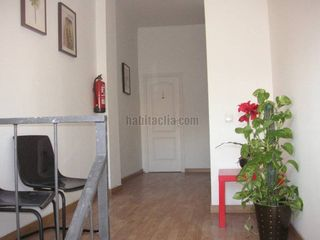 Rent Office space in Carrer sant gonçal,7. Zona tranquila y mucha luz