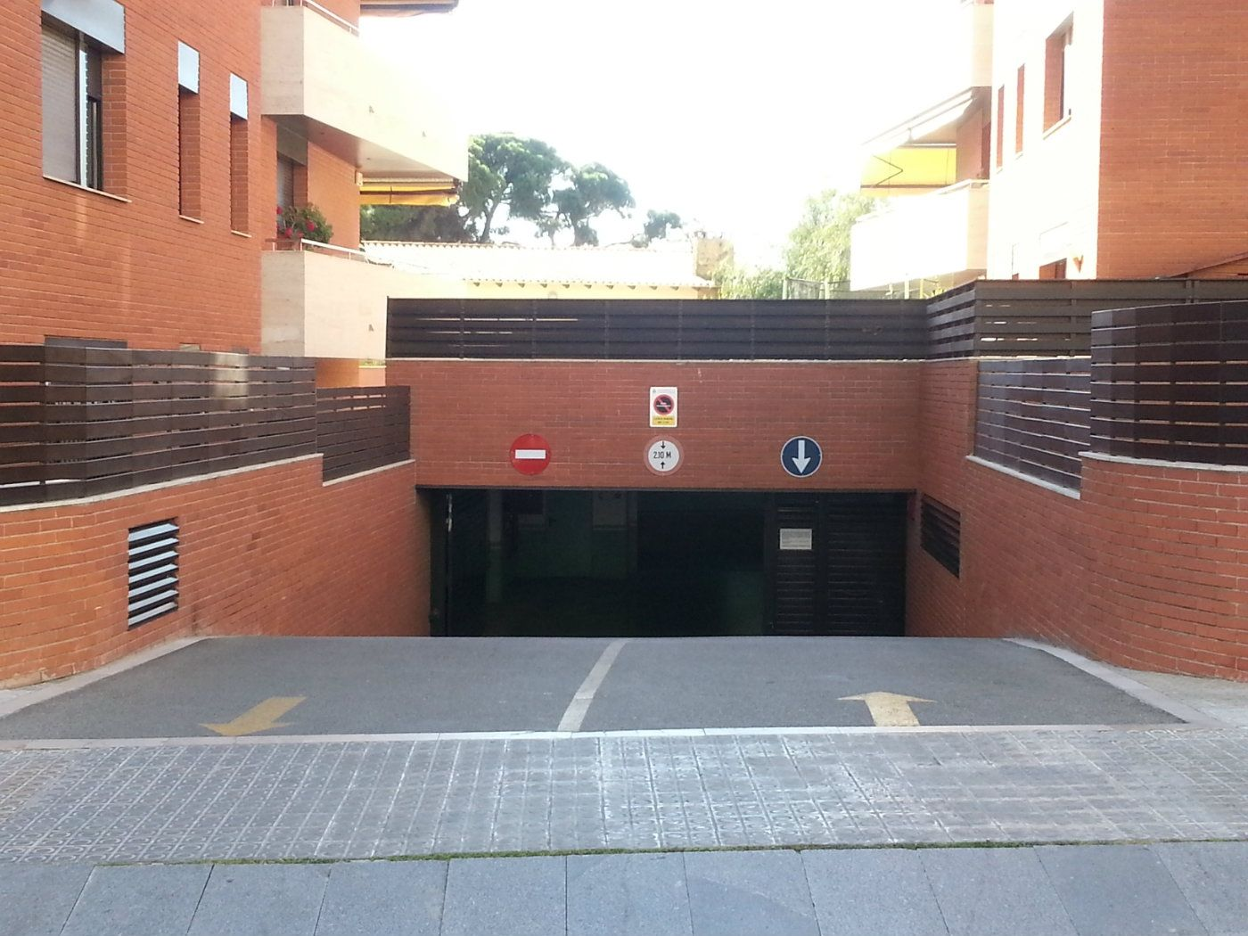 Alquiler Parking coche en Carrer olerdola, 21. Plaza parking residencial mg