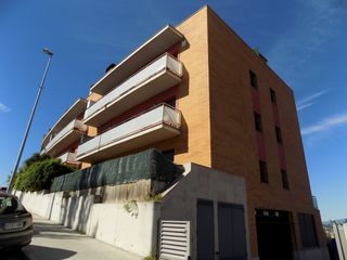 Rent Car parking in Carrer torre pinos (de la), 36. Parking coche 45 €