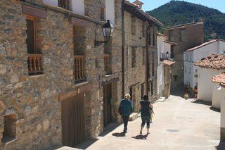 Casa adosada en alquiler en Linares de Mora. - Cas