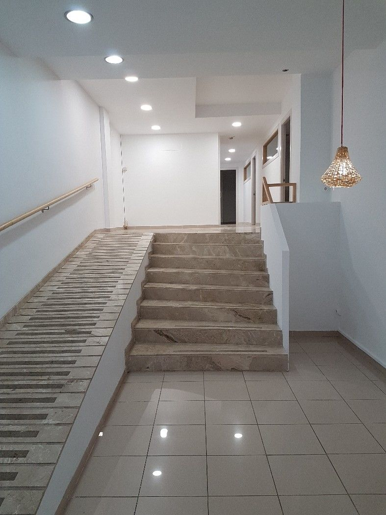Alquiler Local Comercial en Carrer princep, 1. Local situat a edifici c/emili grahit