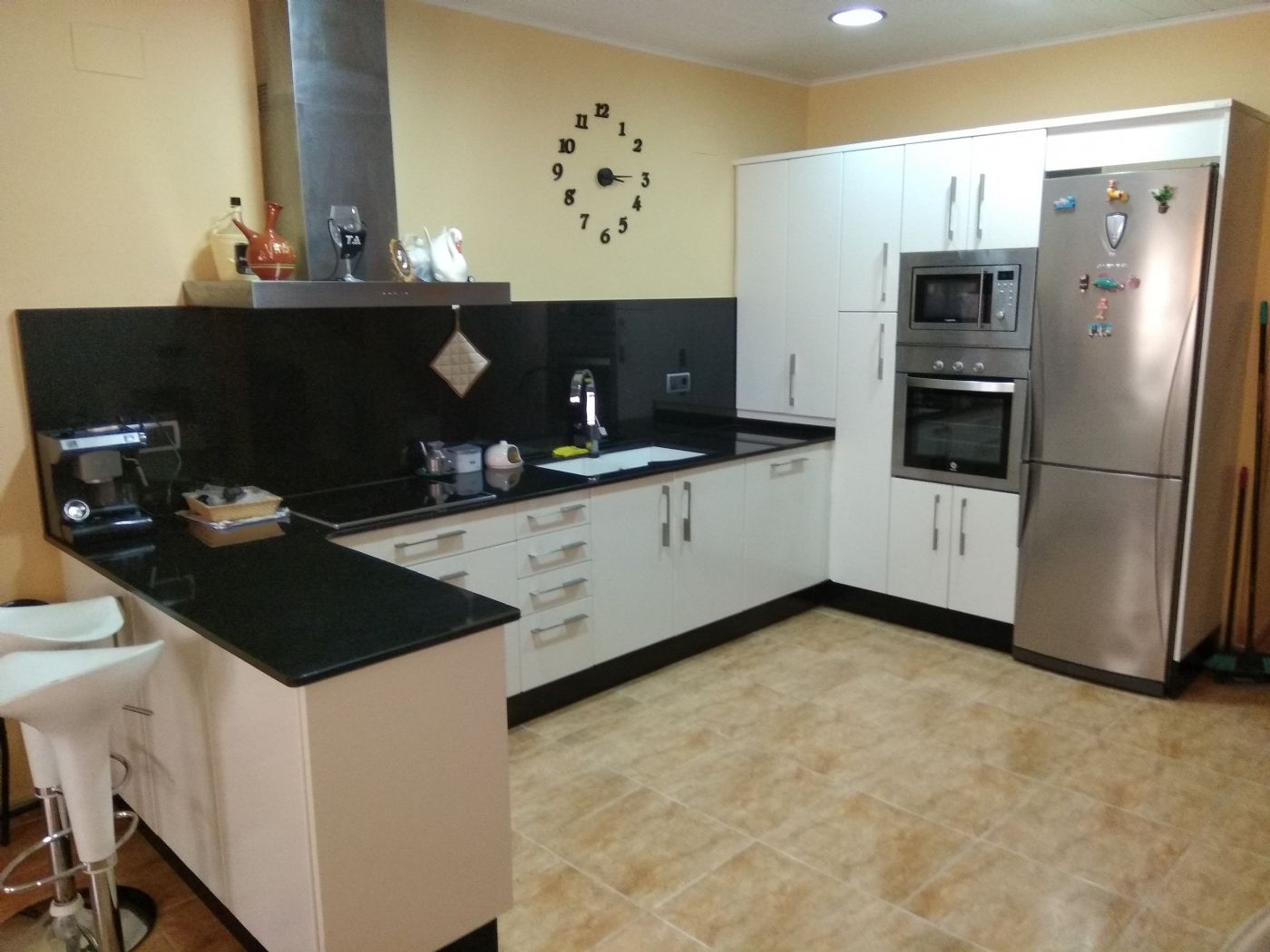 Semi detached house in Carrer soledat, 21. Bonita casa con salida a dos calles.