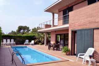 Casa pareada en Carrer alacant, 13. Ideal for family living and holidays