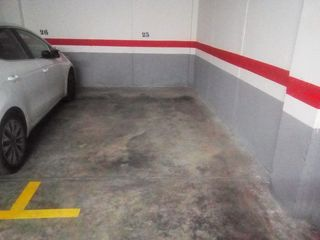 Rent Car parking in Calle montroy, 4. Alameda park / calle montroy