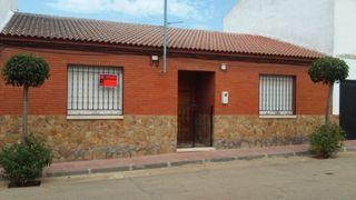 Casa en alquiler en Cabezarados. Casa de pueblo, a