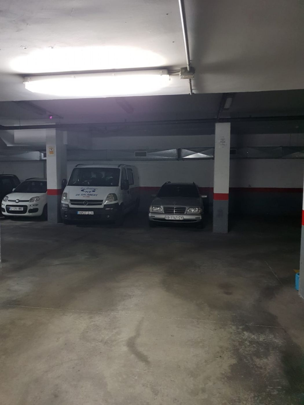 Rent Car parking in Carrer dega tous, 1. Con camara de vigilancia