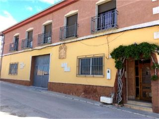 Semi detached house in Calle aragón, 14. Requena / calle aragón