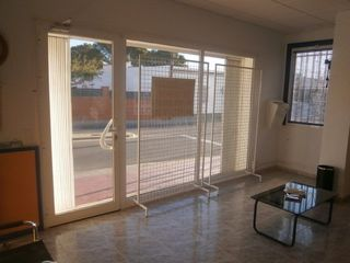 Business premise in Avda. costa daurada,  2,  bajos 1, 2. Local comercial apto para vivienda o ambos