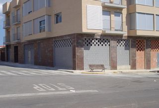 Local commercial à Avenida serra, sn. Se vende local comercial obra nueva diáfano
