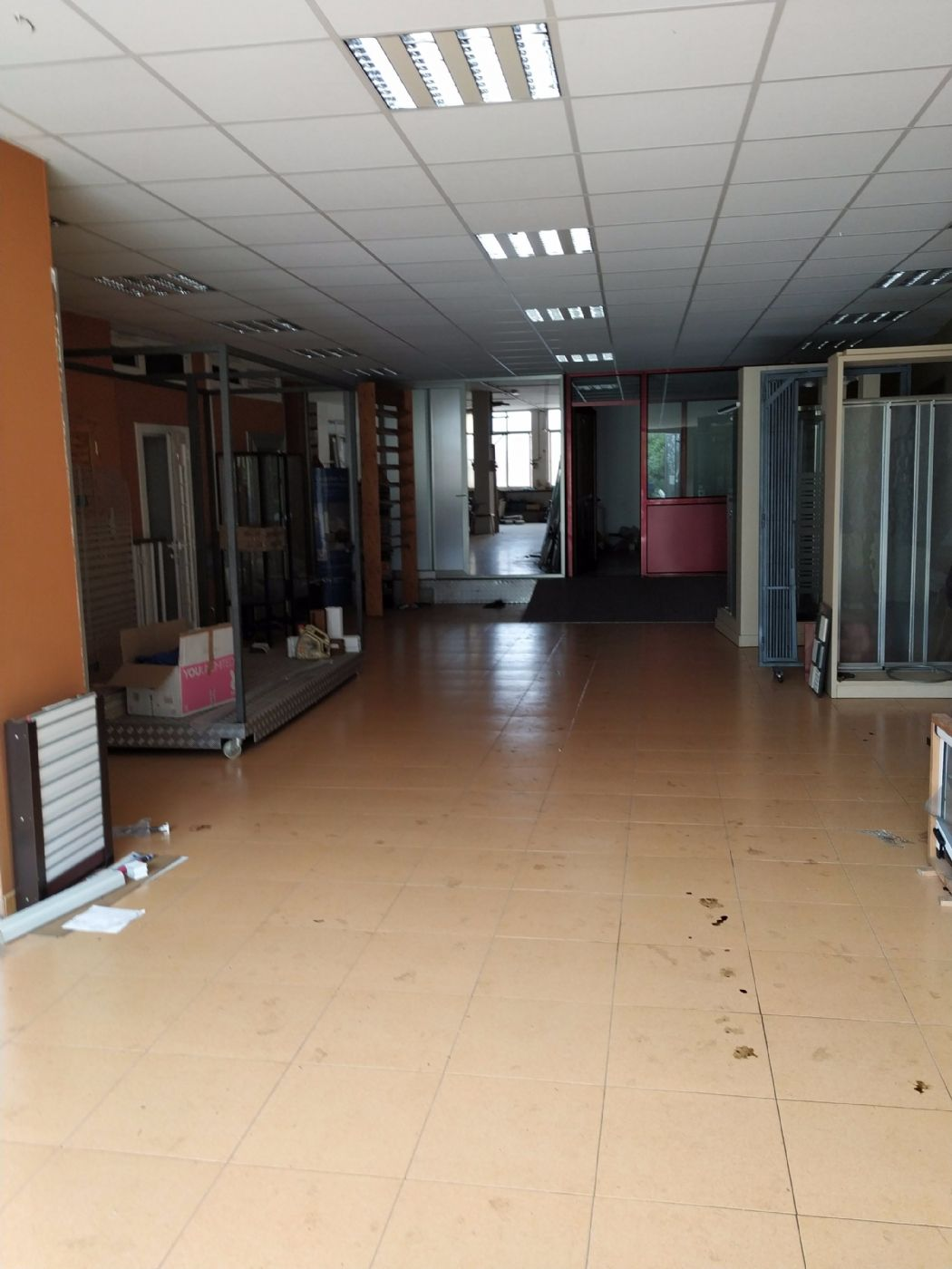 Local Comercial en Carrer salvador espriu, sn. Local comercial inmejorable