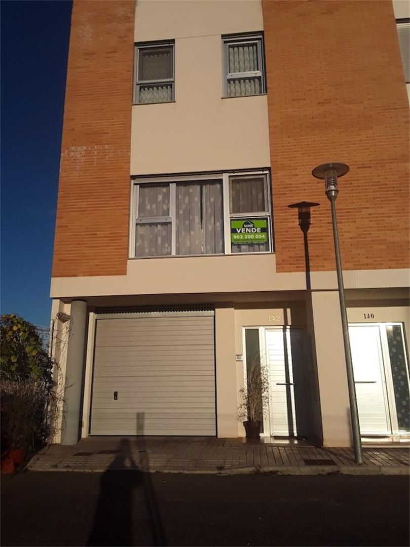 Semi detached house  Calle 25 de abril, 78. L