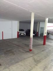 Rent Car parking in Calle benicanena, 68. Plaza de aparcamiento apta para coche y moto