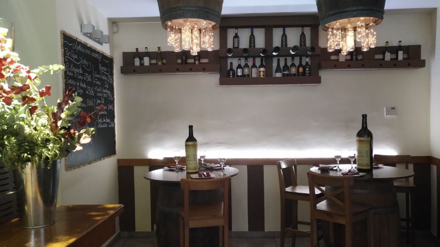 Restaurante en Calle doctor jimenez diaz, 4. Traspaso de local totalmente equipado.