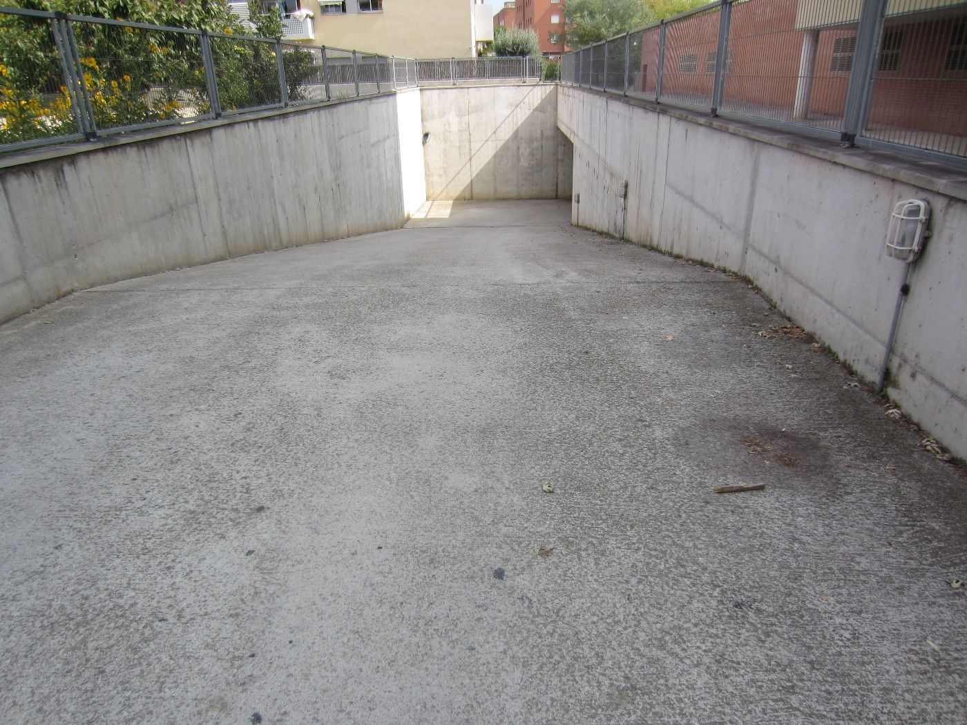 Car parking in Carrer carles riba, 2. Pàrking zona les comes-av. països catalans