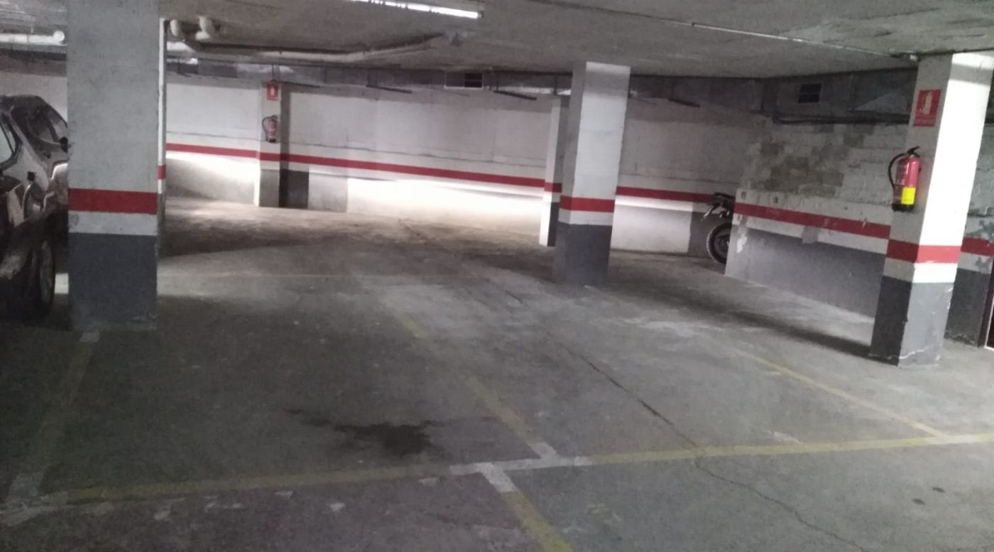 Car parking in Passeig jaume brutau, 34. Garaje - 2 plazas de parking