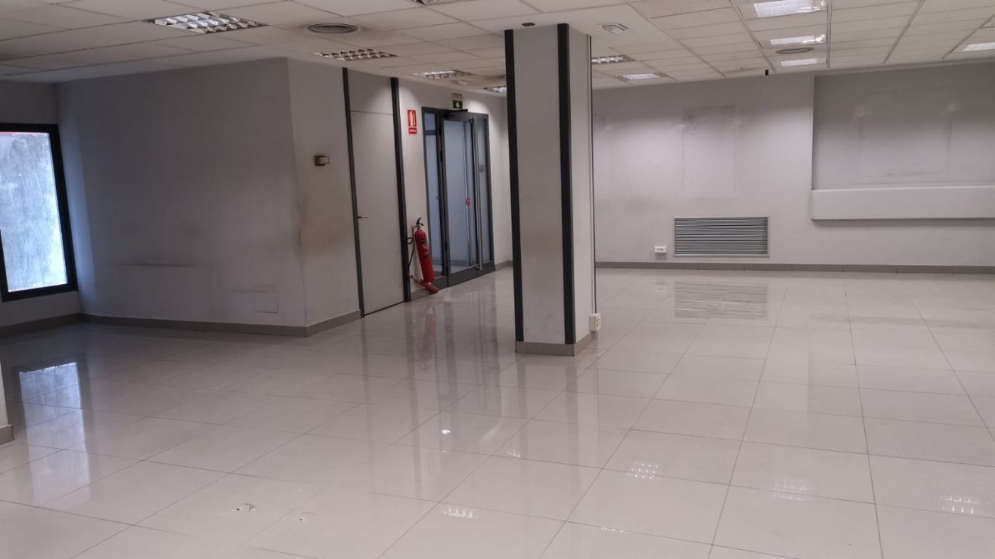 Office space in Calle padre espla, sn. Local comercial en venta o alquiler en alicante