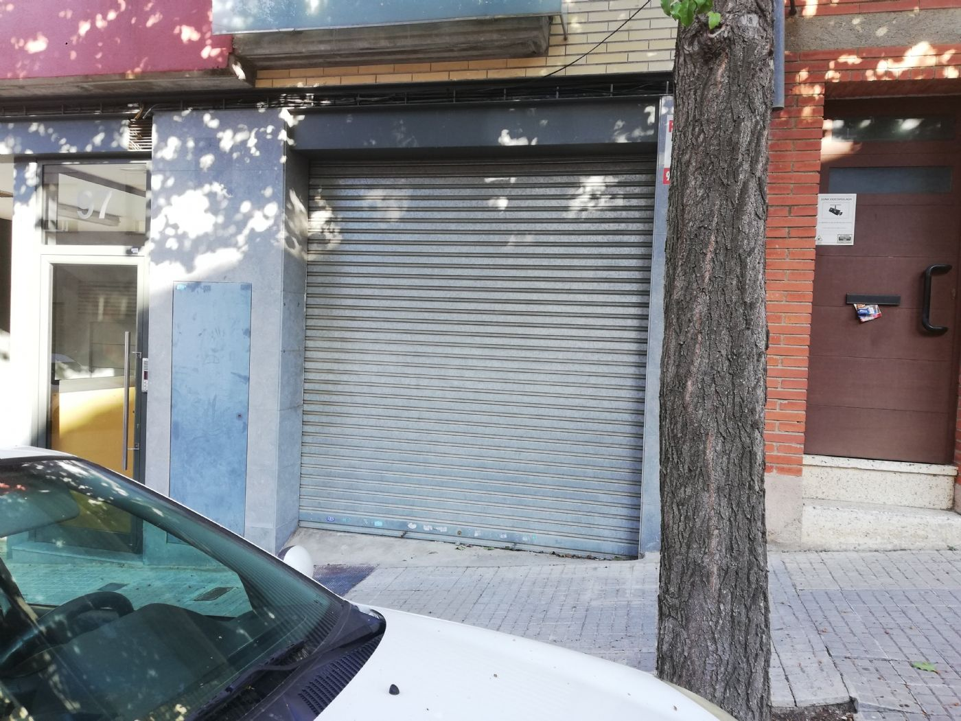 Car parking in Carrer edison, 97. Garaje privado con persiana