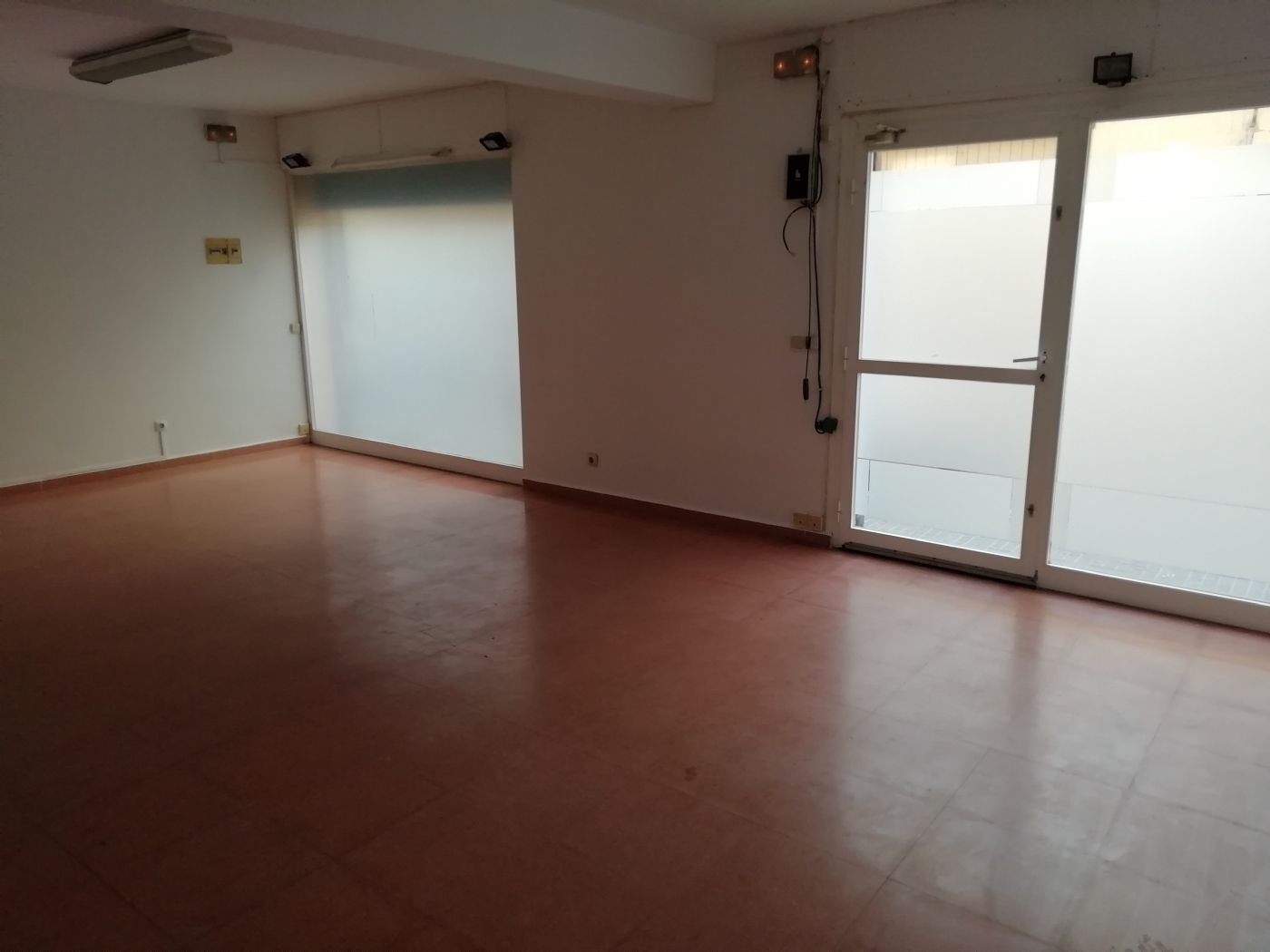 Lloguer Local Comercial en Carrer cuba (de), 7. Local de 50 m2 en calle cuba