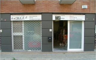 Alquiler Local Comercial en Carrer canigo, 17. Local comercial excel·lent ubicació