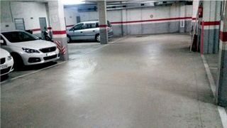 Car parking in Carrer josep vicenc foix, 39. Plaza de parking coche mediano