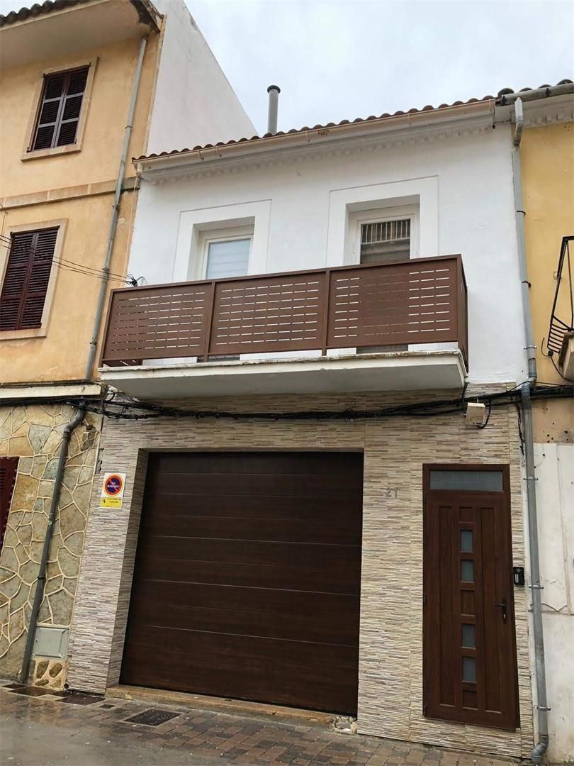 Semi detached house in Carrer d. Porto cristo