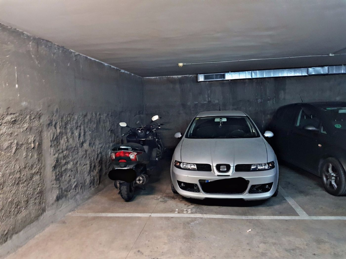 Location Parking voiture à Rafael casanova, 50. Parquing para dos motos y un coche