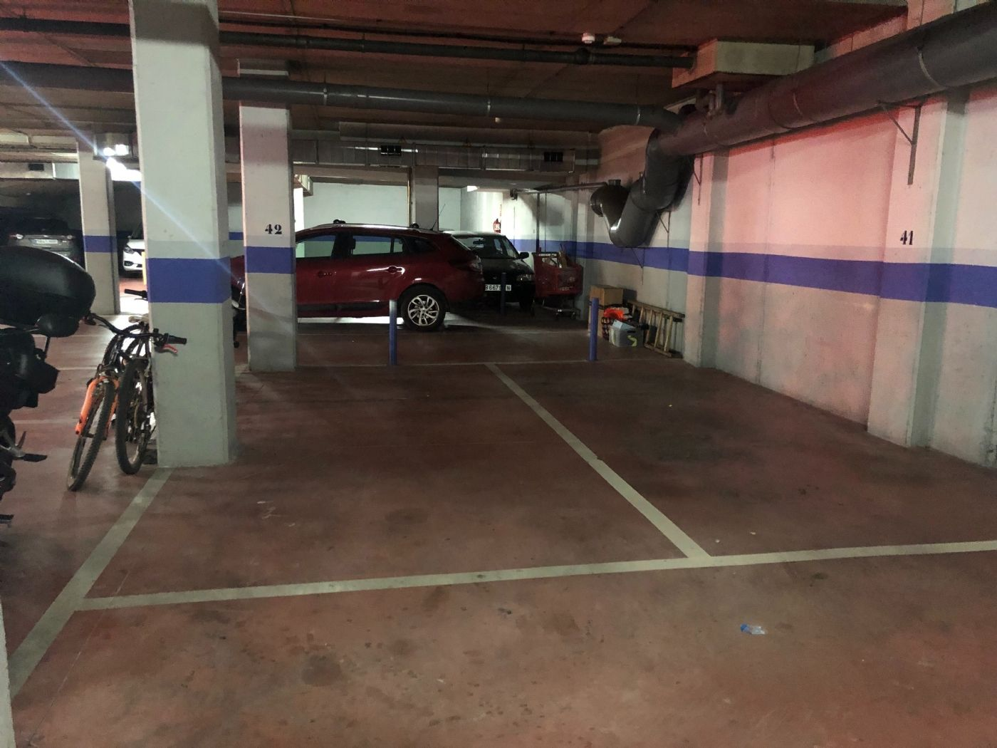 Car parking in Carrer maria ribas, 9. Plaza aparcamiento vehículo grande y moto