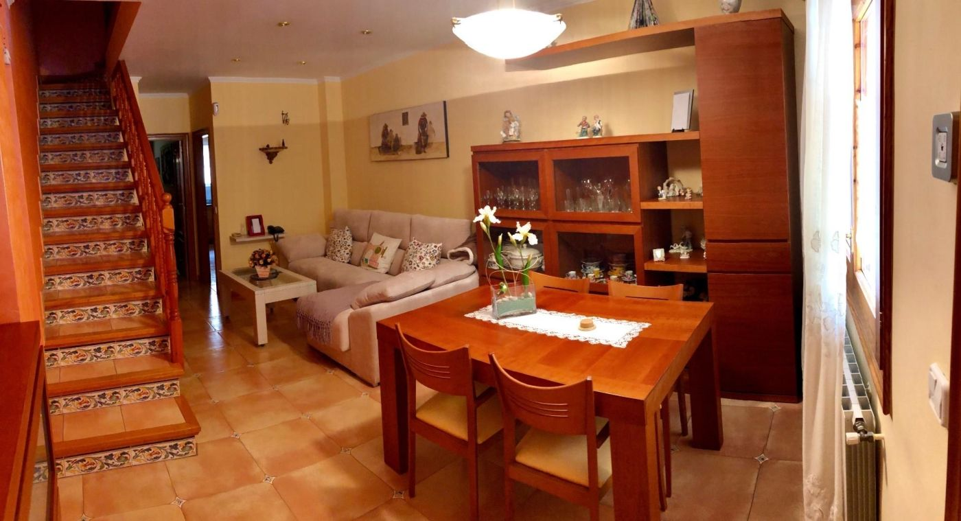 Semi detached house  Carrer fira sant isidre, 9. Amer