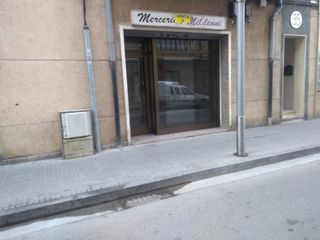 Local Comercial en Carrer sant joan, 35. Local con muchas posibilidades.