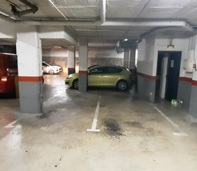 Parking coche en Carrer victòria, 102. Párquing doble - 1ª planta - entrada independiente