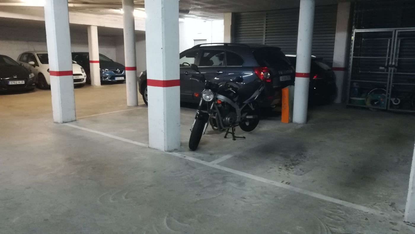 Rent Motorcycle parking in Pi i margall, 30. Parking para moto centro viladecans (pi i margall)
