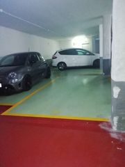 Parking coche en Carrer josep maria de sagarra, 40. Parking amplio