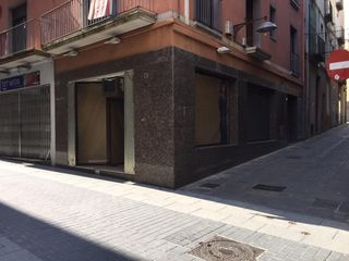 Locale commerciale in Carrer major, 13. Local en una de las calles comerciales principales