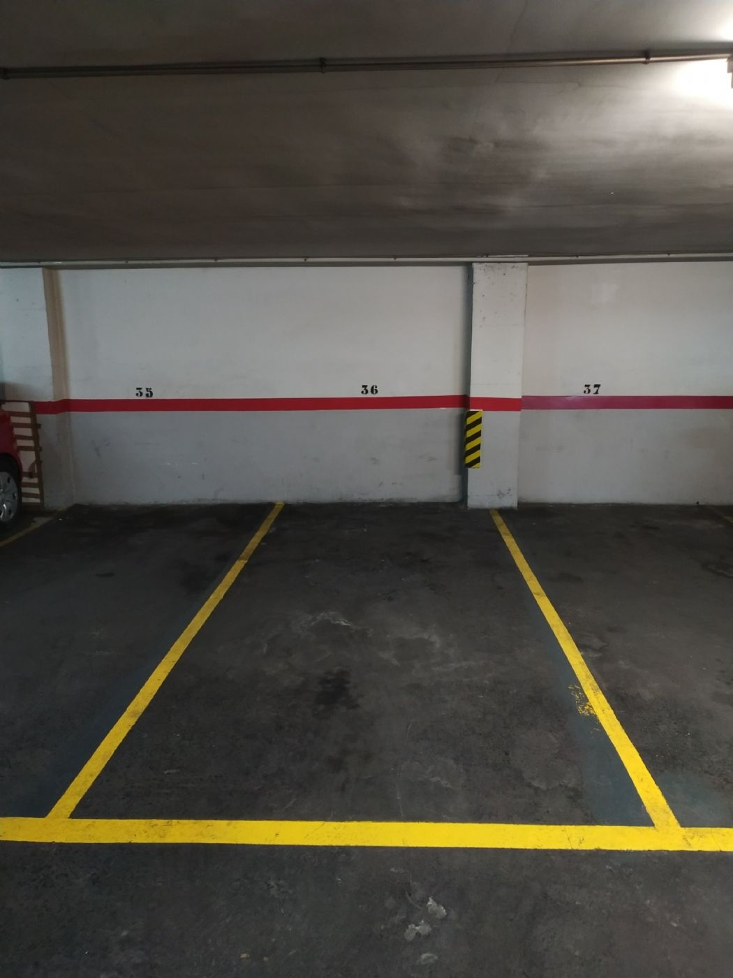 Motorcycle parking in Rovellat, 7. Alquiler parking para moto o coche