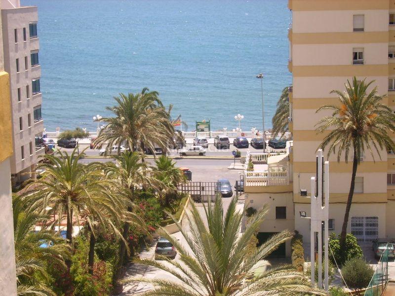 Alquiler Piso en Avd. antonio machado, 108. Benalmádena costa, piso 1ª linea, playa santa (Benalmádena, Málaga)