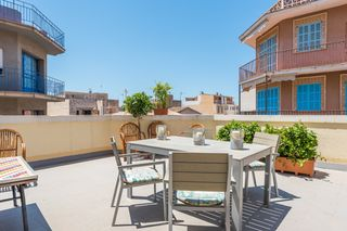 Rent Semi detached house in Carrer del port, 26. Casa preciosa en centro y 100m de la playa