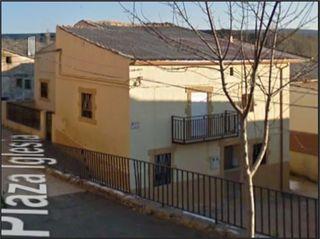 Casa adosada en alquiler en Cifuentes. Cifuentes