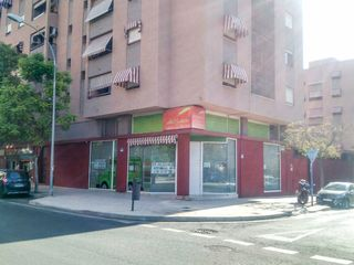 Affitto Locale commerciale in Calle medico vicente reyes, 18. Local comercial luminoso próximo a gran vía