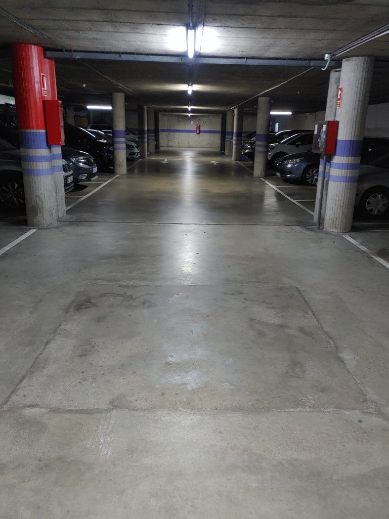 Parking coche en Carrer hospitalet,. Plaza de parking en can maginas
