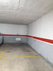 Car parking in Avinguda pinyana, 1. Plaza de fácil acceso.
