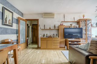 Etagenwohnung in Carrer carrasco i formiguera, sn. Particular vende piso zona residencial roc blanc
