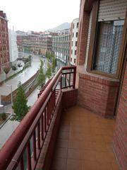 Piso en alquiler en Bilbao, Ametzola. Tiene terraz