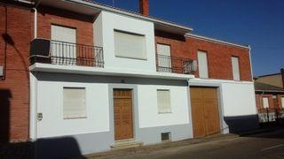 Casa en venta en Llamas de la Ribera. Gran casa de