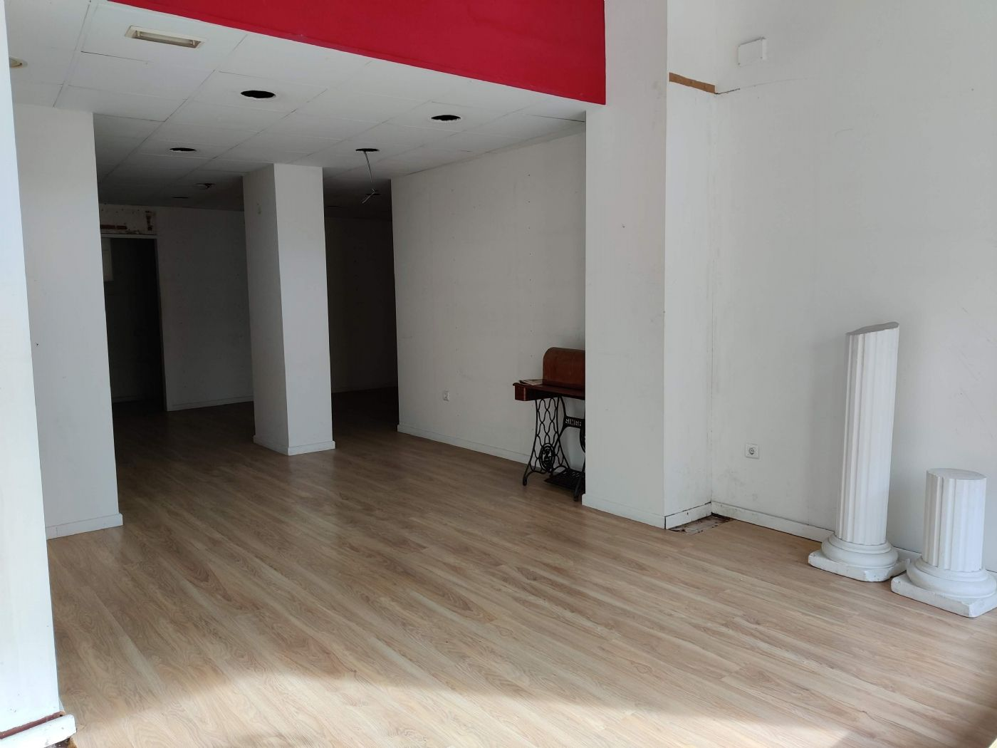 Rent Business premise in Carrer francesc gimeno (de), 5. Céntrico local apto para comercio o oficina