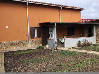 Casa en venta en Valdefresno. Casa en buen estado.